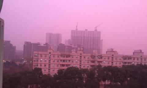 Γιατί ο ουρανός βάφτηκε ροζ στην Κίνα; (vid)