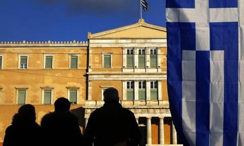 Economist: Η σκιά του «Grexit» συνεχίζει να πλανάται πάνω από την Ελλάδα