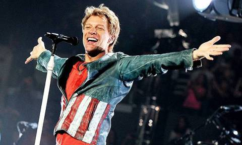 Θα δακρύσετε από τα γέλια: Οι Bon Jovi τραγουδούν «Το μαντήλι» (video)