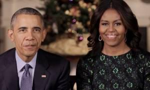 Από τη Χαβάη μαζί με τα σκυλιά τους ευχήθηκαν «χρόνια πολλά» στους Αμερικανούς οι Ομπάμα (video)