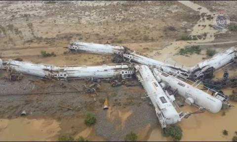Τρένο με 200.000 λίτρα θειικού οξέος εκτροχιάστηκε στην Αυστραλία (pics+vid)