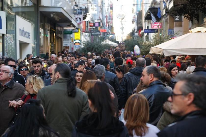 Κοσμοσυρροή στο κέντρο της Αθήνας - Δεν πέφτει «καρφίτσα» στην Ερμού (photos)