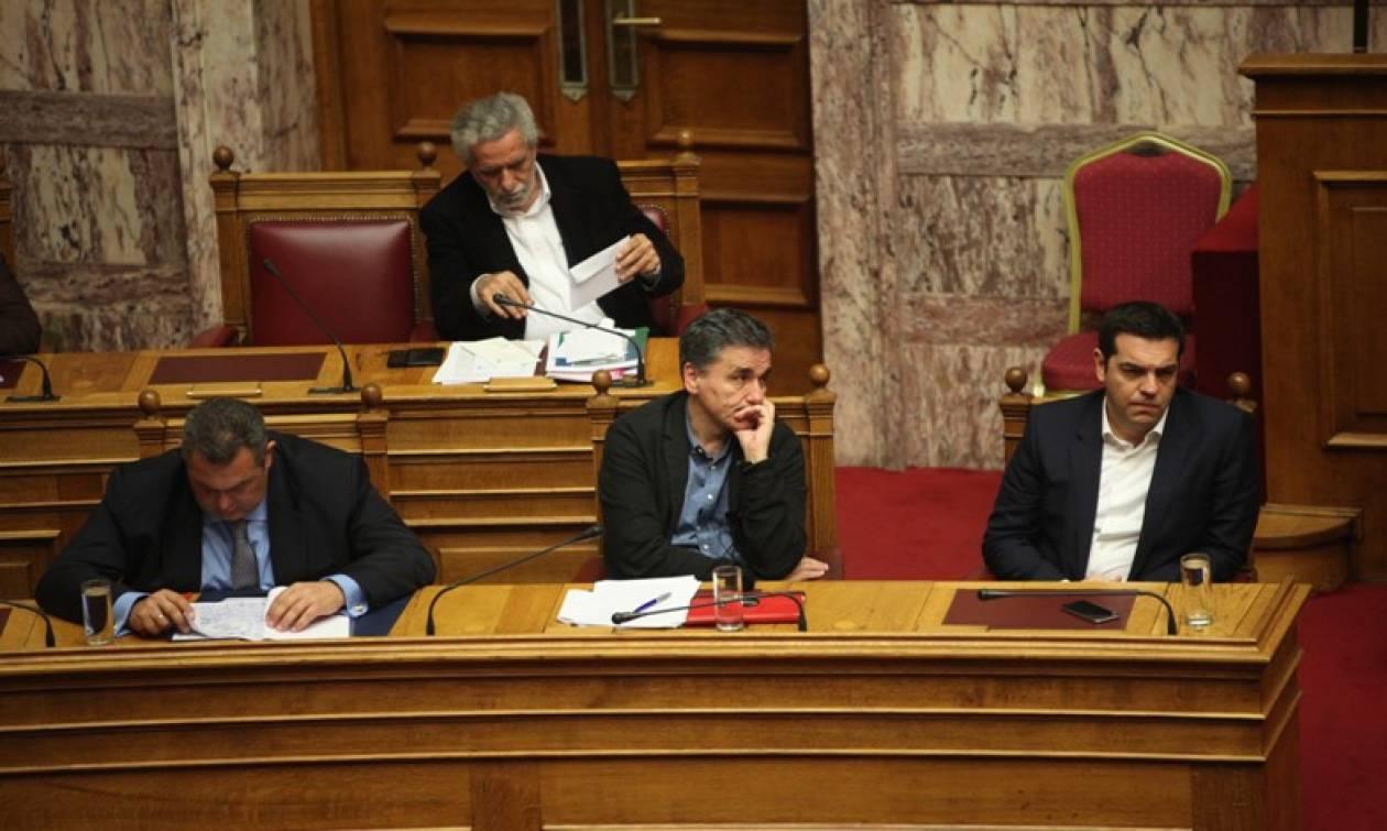 2016: Χρονιά στρωμένη με «αγκάθια» για την κυβέρνηση ΣΥΡΙΖΑ-ΑΝΕΛ