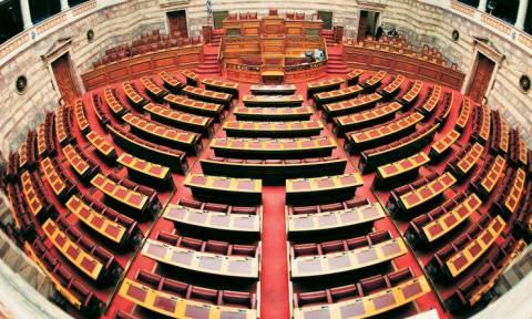 Σκάνδαλο: «Χρυσά» αναδρομικά σε συνταξιούχους βουλευτές