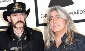 Ο Έλληνας ντράμερ του συγκροτήματος Motörhead (vid)