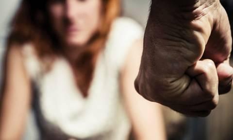 Πρωτοφανές περιστατικό ενδοοικογενειακής βίας στα Γιαννιτσά: Την χτύπησε με ξύλο από το τζάκι