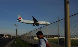 Αναγκαστική προσγείωση στον Καναδά: 21 επιβάτες σε νοσοκομεία λόγω αναταράξεων