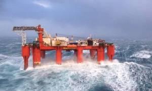 Νεκρός και τραυματίες από κύμα σε εξέδρα γεώτρησης στη Βόρεια Θάλασσα