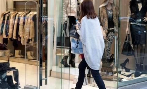 Νέα μείωση του όγκου των πωλήσεων στο λιανικό εμπόριο