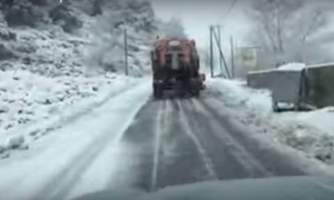 Το έστρωσε για τα καλά στην Κρήτη! - Με χιόνια και τσουχτερό κρύο «μπαίνει» το 2016 (vid)
