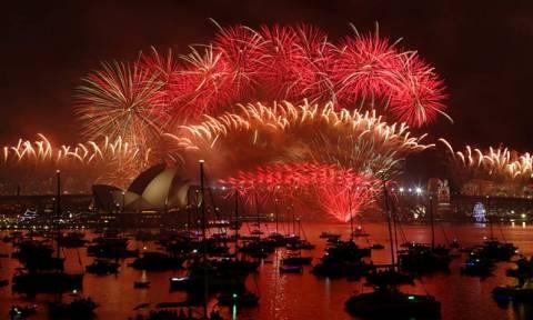 To Σίδνεϊ καλωσορίζει το 2016 με εκθαμβωτικά πυροτεχνήματα (Vid)