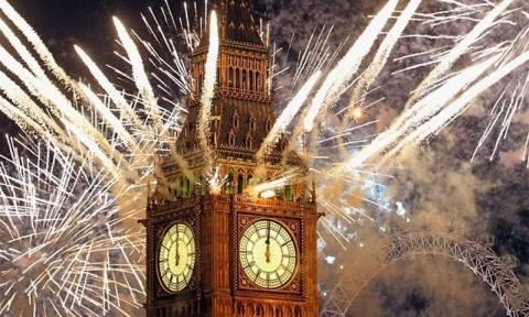 Οι εντυπωσιακοί αριθμοί πίσω από τα σόου πυροτεχνημάτων της Πρωτοχρονιάς (Vid)