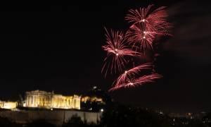 Αλλαγή του χρόνου με φόντο την Ακρόπολη στο δήμο της Αθήνας (video+pics)