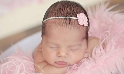 Έν πλω γεννήθηκε το πρώτο μωρό του 2016!