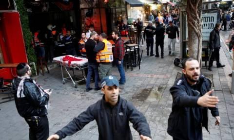 Βίντεο σοκ: Ένοπλος ανοίγει πυρ σε μπαρ του Τελ Αβίβ - Δύο νεκροί, δύο σοβαρά τραυματίες