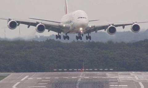 Самолет совершил аварийную посадку на о.Крит из-за пьяного пассажира