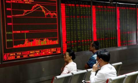 Κατάρρευση δεικτών στην Κίνα: Αναστολή συναλλαγών στα χρηματιστήρια