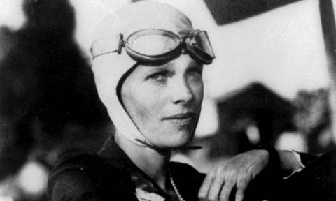 Σαν σήμερα το 1939 πέθανε η Αμέλια Έρχαρτ, η πρώτη γυναίκα που διέσχισε πετώντας τον Ατλαντικό