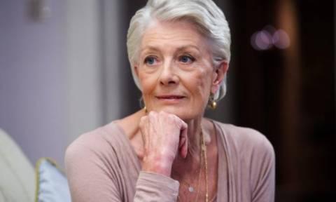 Στον Ελαιώνα σήμερα για να επισκεφθεί τους πρόσφυγες, η πολυβραβευμένη ηθοποιός Βανέσα Ρεντγκρέιβ