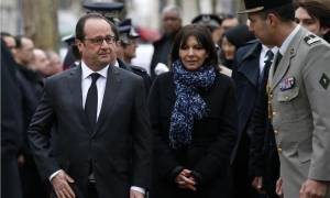 Charlie Hebdo: Με λάθος η τιμητική επιγραφή που αποκάλυψε ο Ολάντ για τους νεκρούς (pics+vid)