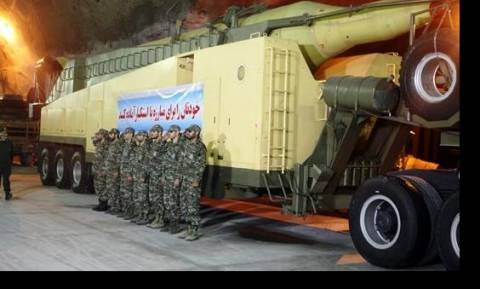 Ιράν: Η Τεχεράνη αποκάλυψε νέα υπόγεια βάση πυραύλων (video)