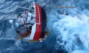 Δραματική διάσωση Νορβηγών ψαράδων σε παγωμένα νερά (video)