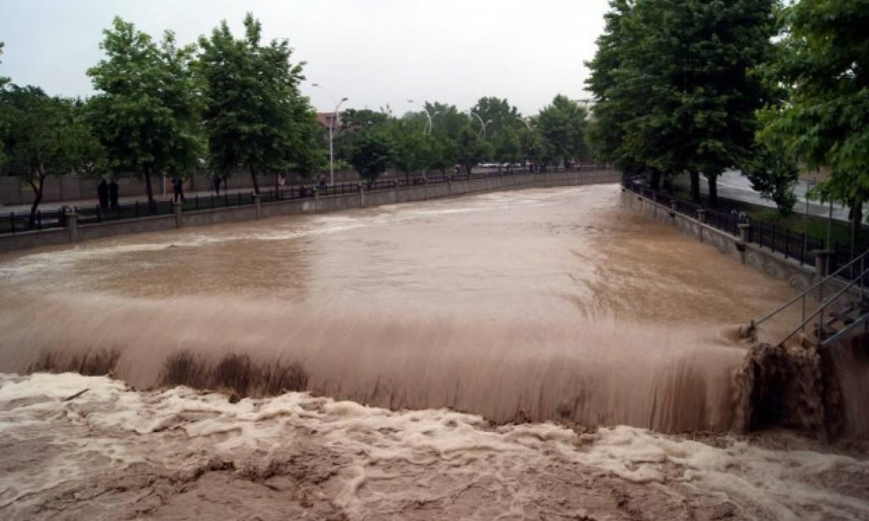 Αλβανία: Πλημμύρες και μεγάλες καταστροφές από τις σφοδρές βροχοπτώσεις (video)
