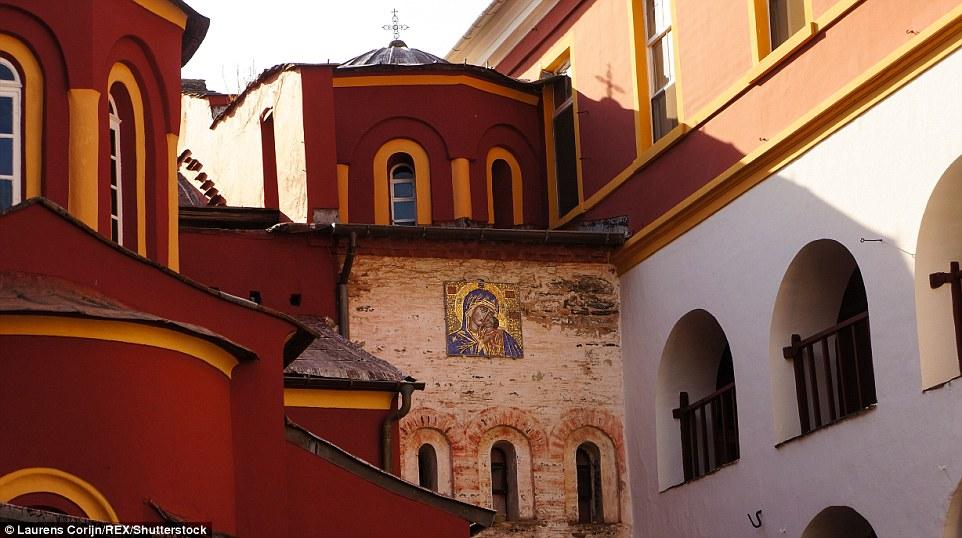2FCE4D6B00000578 3385149 Majestic Close up of the decorated Vatoupedi church and its reli m 60 1451992337848