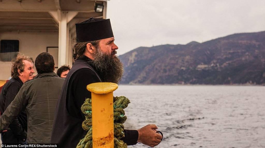 Συγκλονιστικές φωτογραφίες από τη ζωή στα «χωριά» του Αγίου Όρους