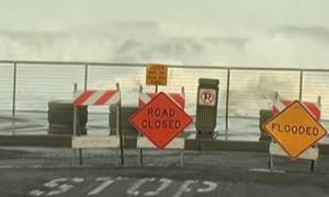 Κύματα 7 μέτρων στην Καλιφόρνια