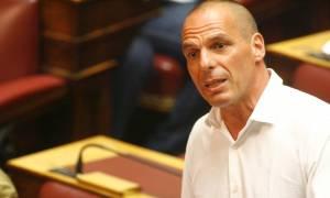 Capital controls: Ο Γιάνης Βαρουφάκης εξηγεί γιατί επιβλήθηκαν