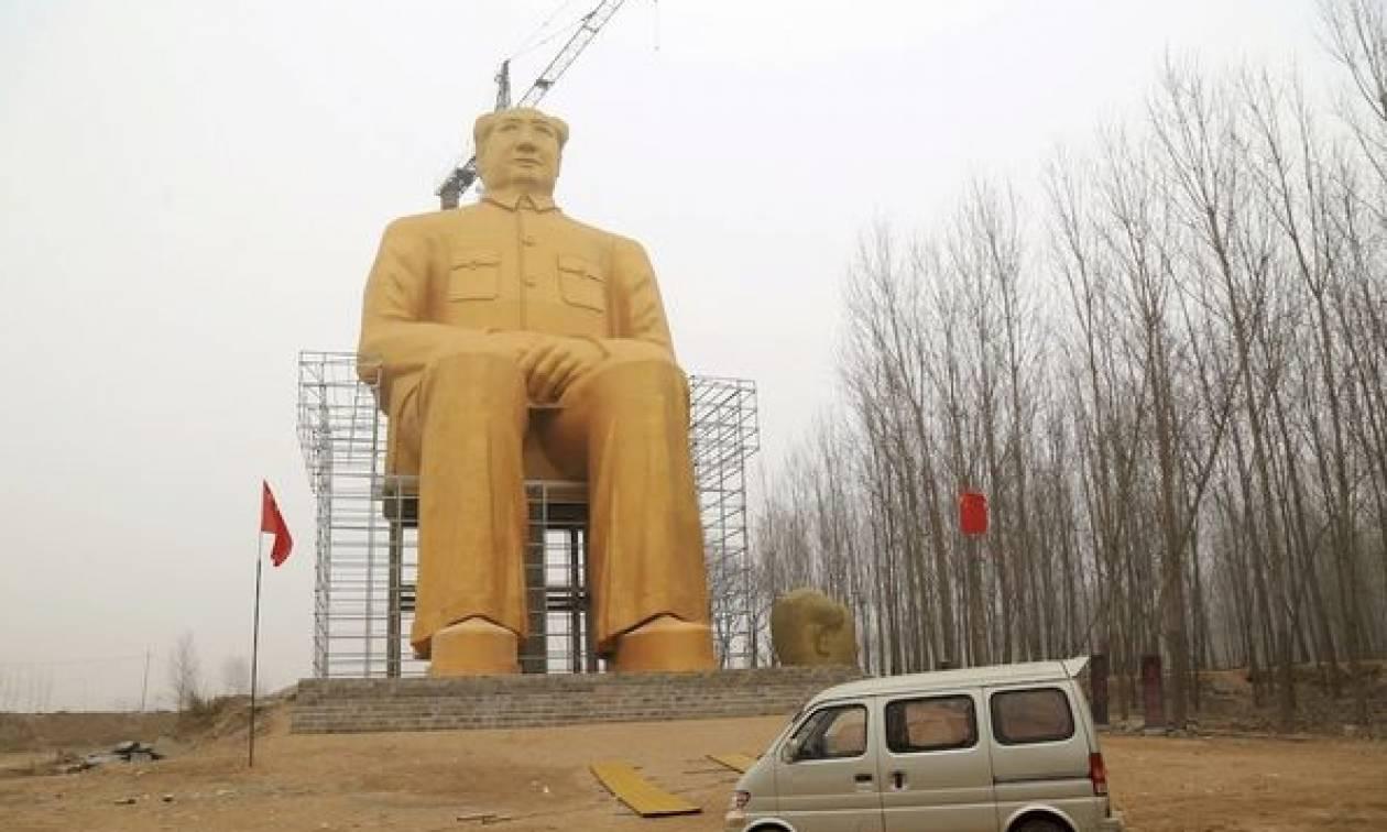 Το γιγαντιαίο «χρυσό» άγαλμα του Μάο γκρεμίστηκε γιατί ήταν… αυθαίρετο!