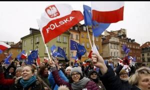 Πολωνία: «Ανοησίες» οι ευρωπαϊκές κατηγορίες για τον έλεγχο των ΜΜΕ