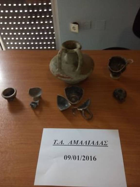 Αμαλιάδα: 63χρονος «άδειασε» ταφικό πιθάρι του 4ου αιώνα π.Χ. (pics)