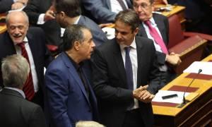 Εκλογές ΝΔ: Το sms του Σταύρου Θεοδωράκη στον Κυριάκο Μητσοτάκη