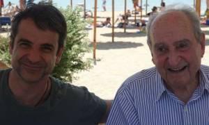 Εκλογές ΝΔ: Η αγκαλιά του Κυριάκου στον πατέρα του (pic)