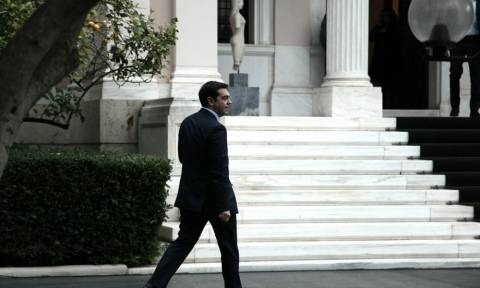 Τρέχει και δεν φτάνει ο Τσίπρας για το... χρέος