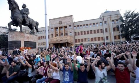 Ρευστό το πολιτικό σκηνικό στα Σκόπια, ανοιχτό το ενδεχόμενο αναβολής των εκλογών