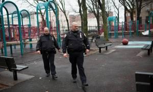 Φρίκη: Απείλησαν τον πατέρα με όπλο και βίασαν την 18χρονη κόρη (vid)