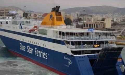 Πανικός στον Πειραιά - Πλοίο προσέκρουσε στην προβλήτα του λιμανιού (photos)