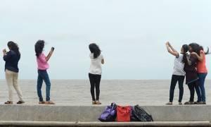 Ινδία: Η αστυνομία του Μουμπάι απαγόρευσε τις selfies σε 16 σημεία της πόλης