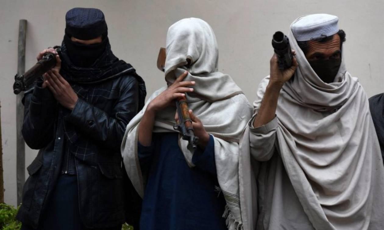 Επίθεση αυτοκτονίας και ανταλλαγή πυρών στο Αφγανιστάν