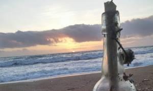 «Φωτιά» στο Facebook με γράμμα Γερμανών που ξέβρασε η θάλασσα – Τι γράφει και ποιος το... έστειλε;