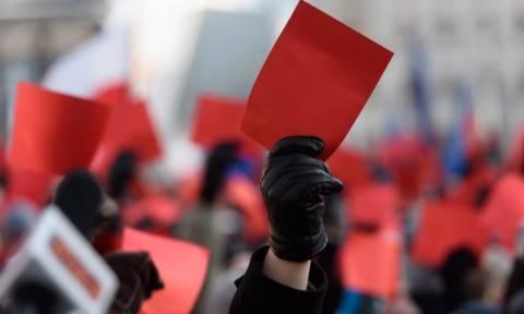 Ξεκινά ο ευρωπαϊκός έλεγχος για το κράτος δικαίου στην Πολωνία