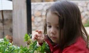 Συγκλονίζουν οι μαντινάδες του πατέρα του 4χρονης Μελίνας (pics)