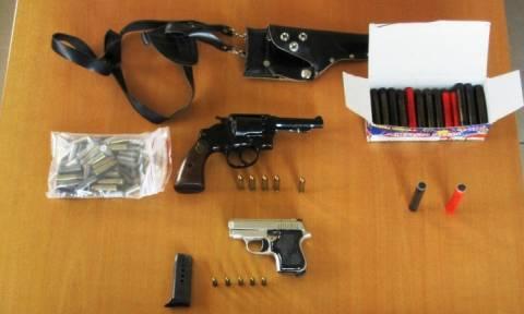 Κεφαλονιά: Σύλληψη 45χρονου για παράνομη κατοχή όπλων και κροτίδων