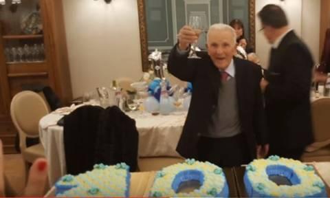 Ο γηραιότερος μαφιόζος του κόσμου έκλεισε τα 100 και το γιόρτασε αναλόγως (pic)