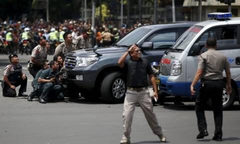 Ινδονησία: Τρόμος στην Τζακάρτα - Βομβιστές αυτοκτονίας σκόρπισαν τον θάνατο (Pics & Vids)