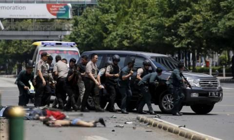Επίθεση Ινδονησία: Προσοχή! Πολύ σκληρές φωτογραφίες από το σημείο του μακελειού