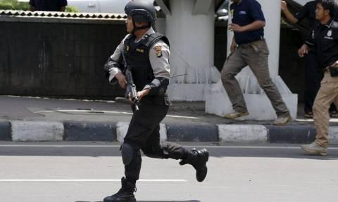 Νέες εκρήξεις ακούστηκαν στην Τζακάρτα